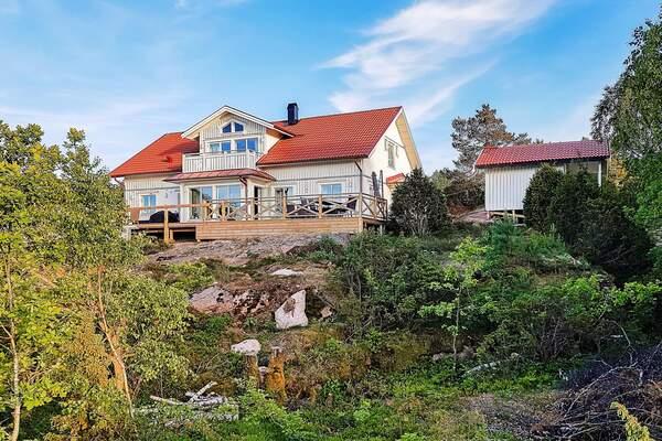 Fil:Klvedals kyrka satisfaction-survey.net Wikipedia